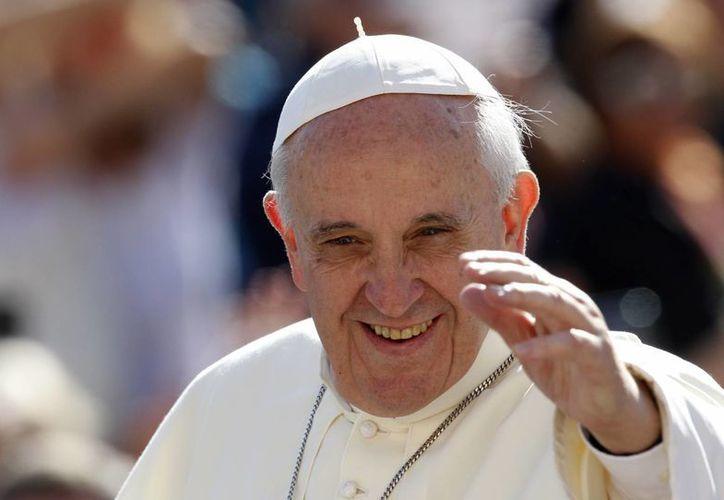 """El Sumo Pontífice invitó a """"releer"""" los Diez Mandamientos pues, dijo, """"quizás los han olvidado"""". (Agencias)"""