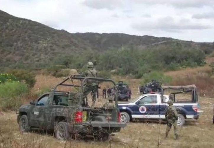 Elementos de la Policía Ministerial del Estado encontraron diez cuerpos y once cabezas humanas en fosas clandestinas en Chilapa. (Rogelio Agustín/Milenio)