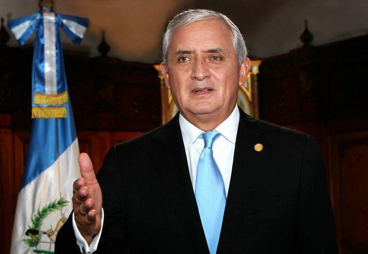 """Este domingo 23 de agosto de 2015, en mensaje de televisión y radio a la nación, el presidente Otto Pérez Molina rechazó que en Guatemala se pretenda instalar una estrategia intervencionista """"que nos dicte qué hacer o no hacer y quebrantar la democracia"""". (Notimex)"""