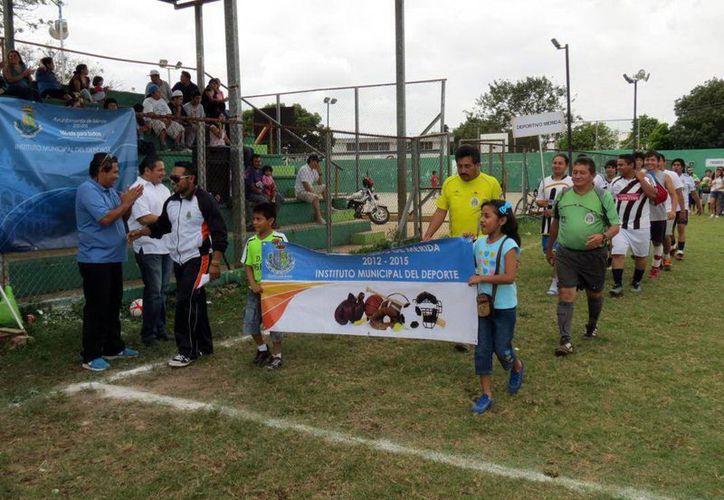 Autoridades deportivas inauguraron el evento. (SIPSE)