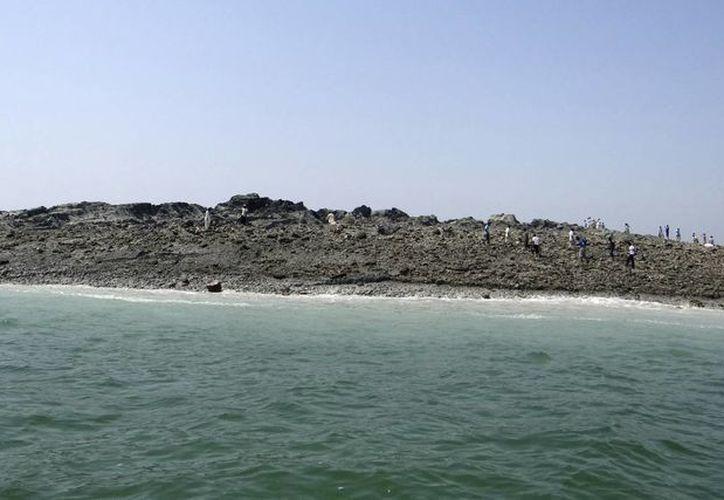 Los lugareños dicen que una isla semejante emergió tras un terremoto registrado en la región en 1935. (Agencias)