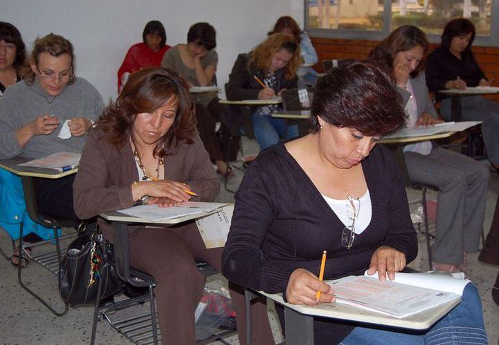 Diez mil profesores sustentaron la prueba de Carrera Magisterial. (Milenio Novedades)