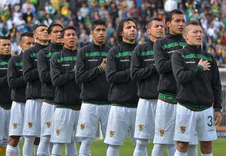 Ocho de los doce equipos de Bolivia han advertido de una renuncia a la selección de cara a la competición de la Copa América 2016, ante el incumplimiento de fallos de clubes a favor de los deportistas.(EFE)