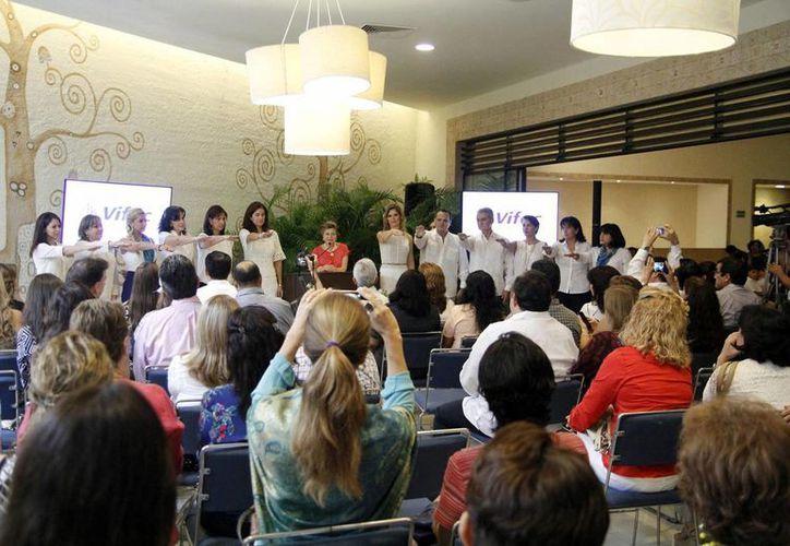 Imagen de la toma de protesta de las voluntarias del Vida y Familia. La nueva presidenta es Annel Macías Arreola de Berny. (Milenio Novedades)