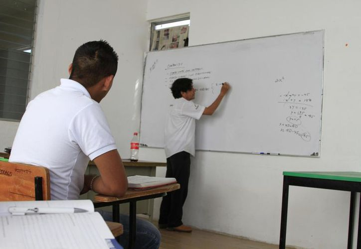 La CDI destina recursos para dotar de alimentación a estudiantes adolescentes indígenas. (Enrique Mena/SIPSE)