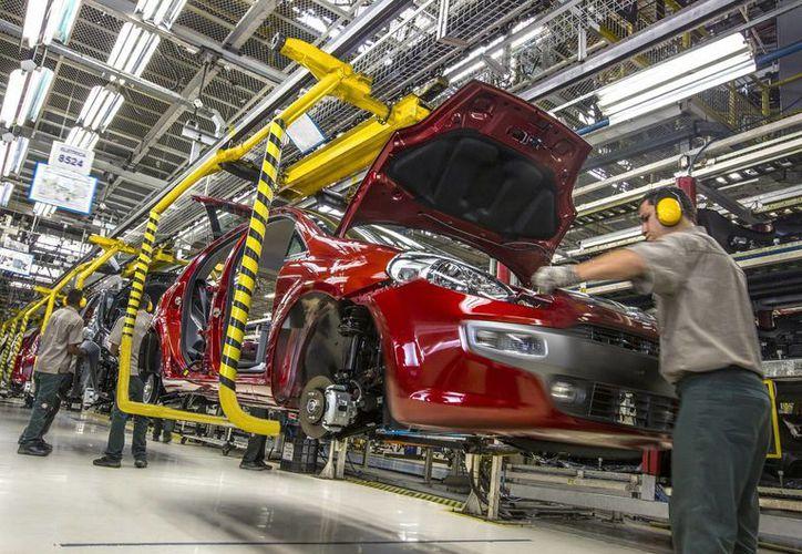 Las montadoras automotrices mexicanas registran cifras históricas de producción y ventas. (Archivo/Notimex)