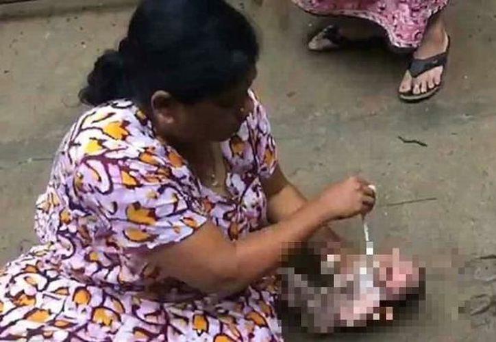 """""""Parecía que la persona que abandonó al niño lo había empujado deliberadamente"""", dijo la mujer que rescató al pequeño. (Internet)"""
