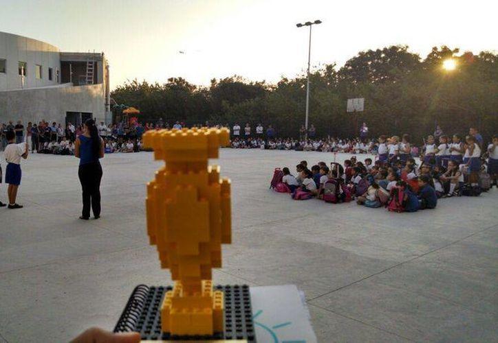 El trofeo que recibieron los menores del Centro Escolar Balam. (Licety Díaz/SIPSE)