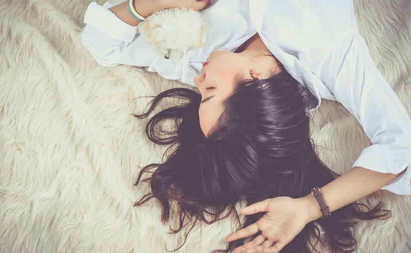 Autoridades sanitarias aseguran que  no basta con dormir un promedio de ocho horas cuando puedas. [Foto: Pixabay]