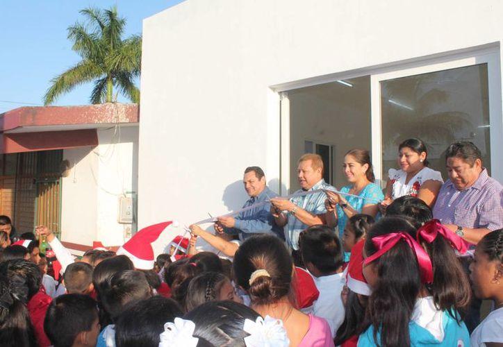 Las autoridades del Ayuntamiento durante el corte del listón. (Raúl Balam/SIPSE)