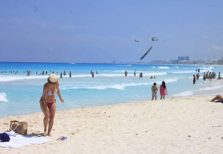 Turistas se han visto beneficiados con la devolución de impuestos. (Redacción/SIPSE)