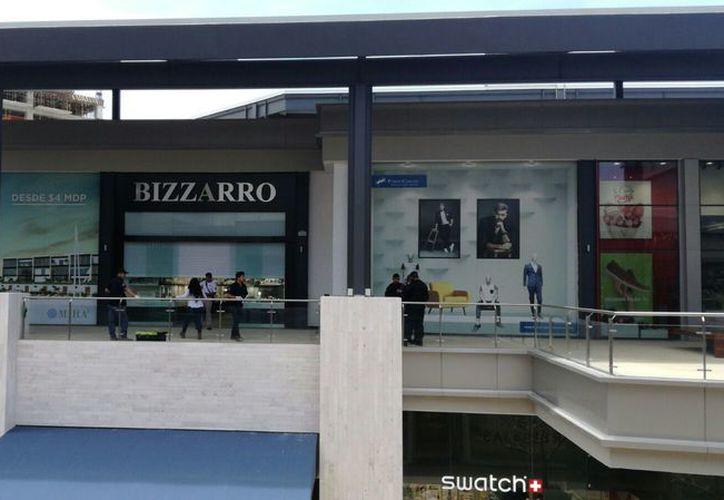 Los hechos se registraron ayer alrededor de las 13 horas, en la plaza recién inaugurada de Puerto Cancún. (Foto: Claudia Olavarría)