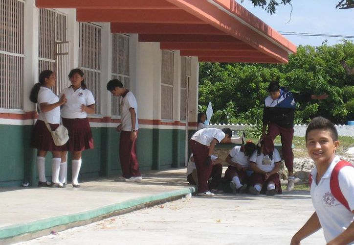 El índice de deserción entre los estudiantes de nuevo ingreso en el Colegio de Bachilleres, es del 50 por ciento. (Lanrry Parra/SIPSE)