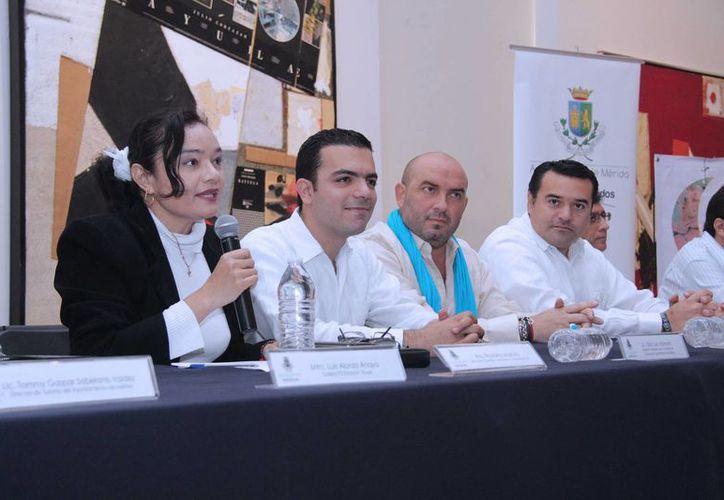 Rueda de prensa en la que se dio a conocer el programa de la cuarta edición de La Noche Blanca, que se realizará del 6 al 7 de diciembre. (SIPSE)