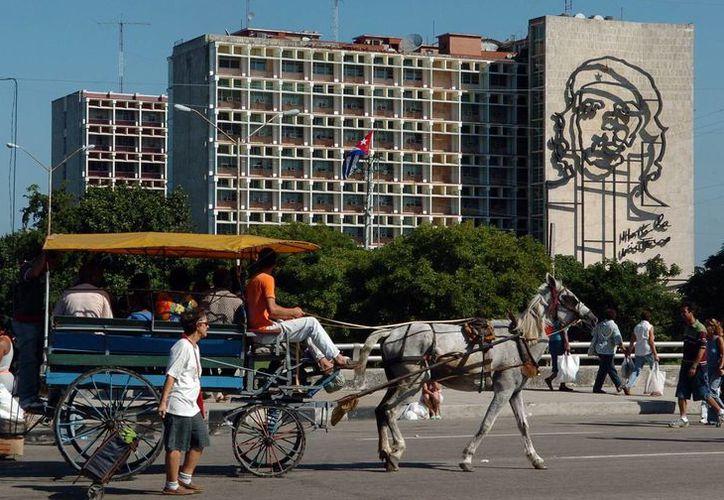 Parques y avenidas de las grandes ciudades cubanas tendrán acceso a internet en a partir de julio próximo. (EFE)