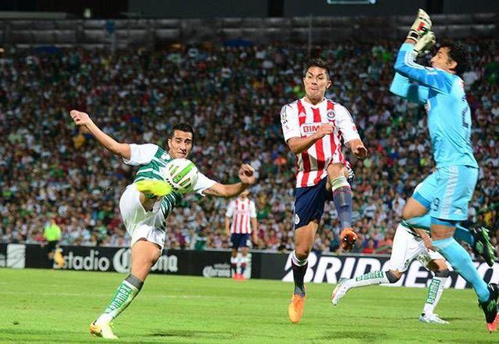 El próximo domingo saldrá, entre Santos y Chivas, el segundo finalistas del torneo Clausura 2015. Por lo pronto, en el partido de ida, los equipos no se hicieron daño, marcador que puede resultar ventajoso para Guadalajara solo si Santos no hace un gol. (AP)