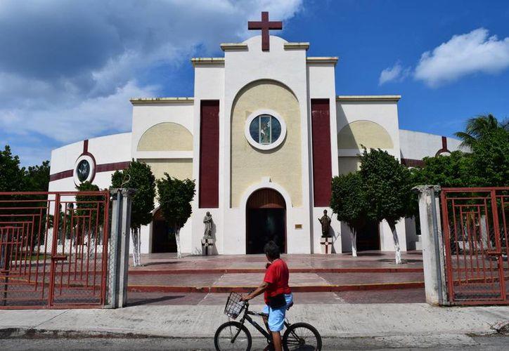 Para el día 4 Monseñor Pedro Pablo Elizondo oficiara una misa a las siete de la noche. (Gustavo Villegas/ SIPSE)