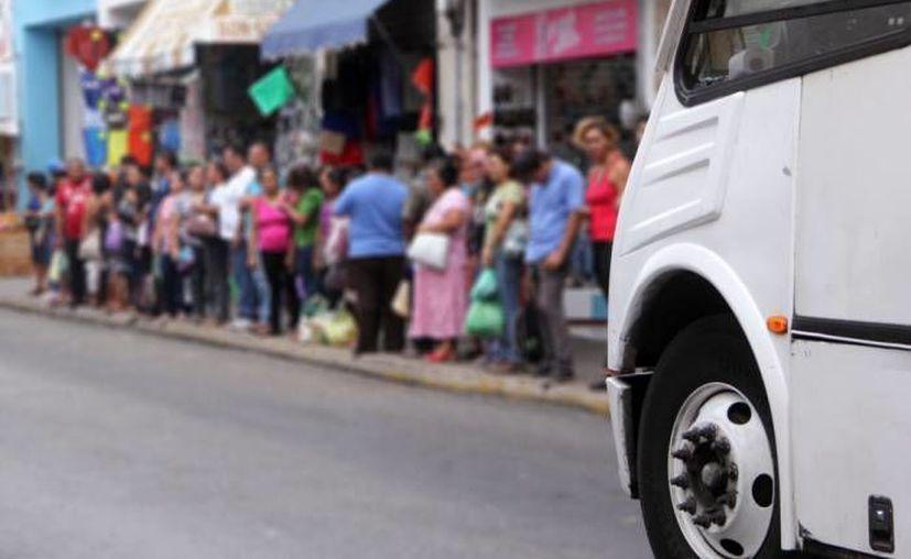 Por las obras públicas en el Centro Histórico, la Comuna reubicará de modo temporal 14 rutas de paraderos del transporte urbano. (José Acosta/Milenio Novedades/Foto de archivo)