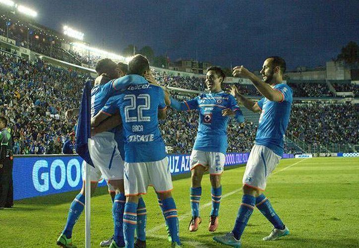 Con goles del paraguayo Jorge Benítez y Aldo Leao, Cruz Azul se repuso de una desventaja ante los Jaguares de Chiapas para conseguir un definitivo 2-1. (Imágenes de Mexsport)