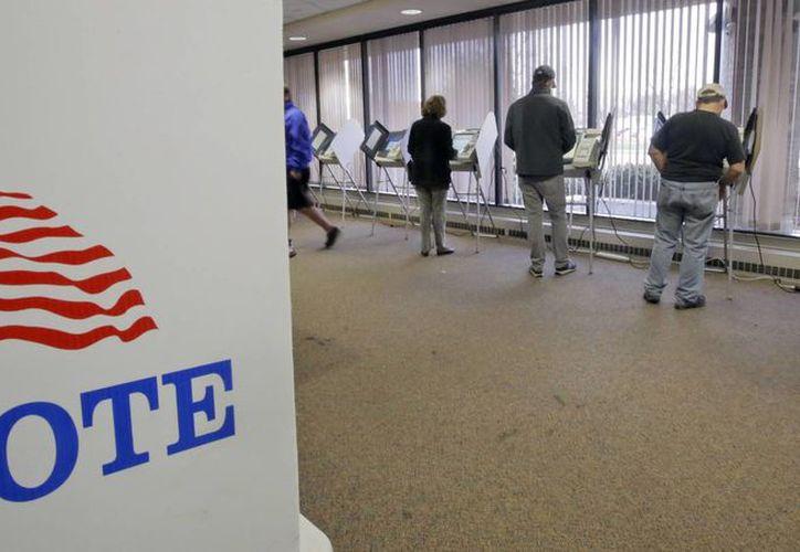 Gente votando con antelación en las elecciones generales de 2016 en el el centro de administración del condado de Salt Lake. (AP/Rick Bowmer)
