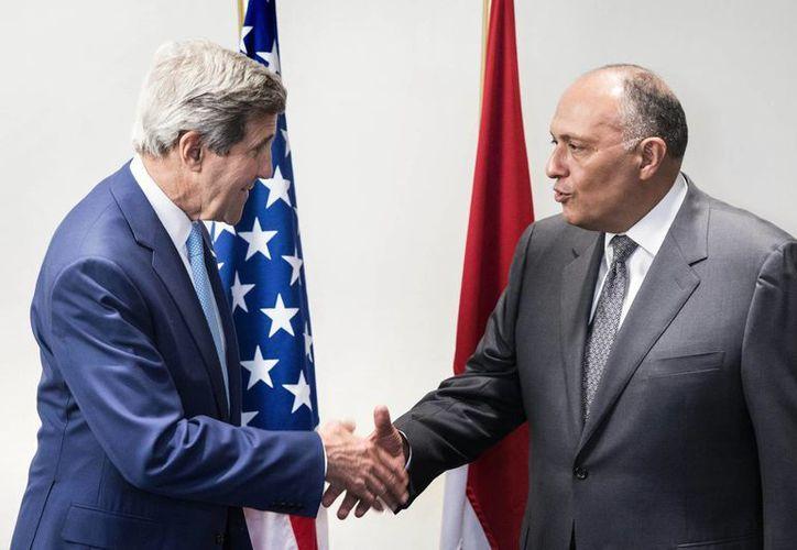 John Kerry manifestó al presidente de Egipto, Abdel Fattah el-Sissi, la preocupación de EU por la inestabilidad en la región. (AP)