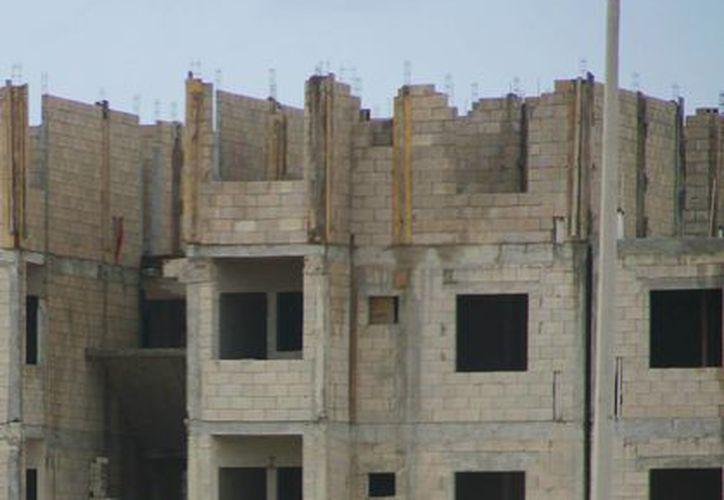 Se espera que las viviendas sean concluidas a mediados de 2016. (Jesús Tijerina/SIPSE)