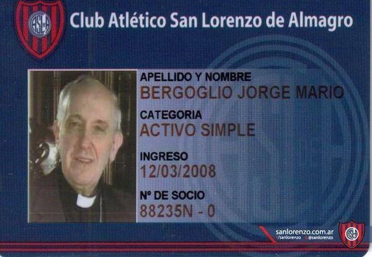 La tarjeta revela que el Papa ingresó al club desde 2008. (Twitter.com/@SanLorenzo)