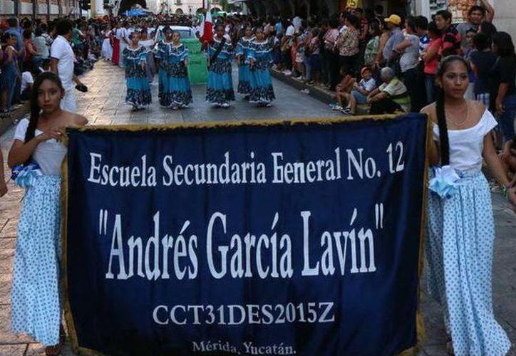 """La ESFl No. 12 """"Andrés García Lavín"""" ha participado en desfiles cívicos y deportivos. (Milenio Novedades)"""