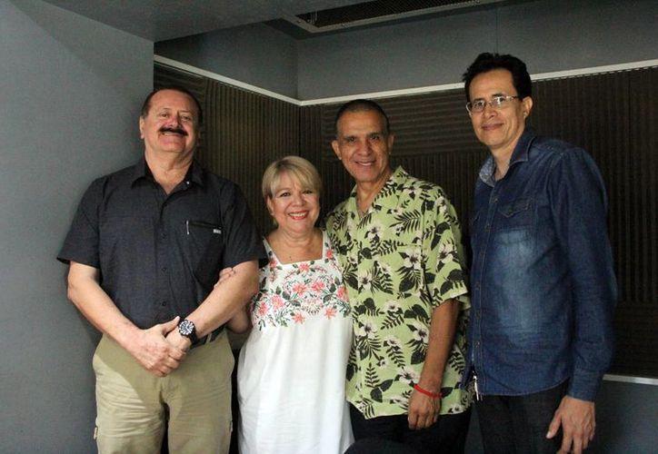 Jorge Barrera y Adela Canales con sus invitados en el programa Salvemos una vida. (SIPSE)