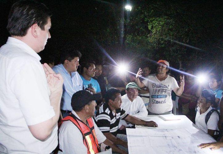 El documento no se firmó, pese a la voluntad de los funcionarios.  Tregua de tres días de pobladores. (Milenio Novedades)