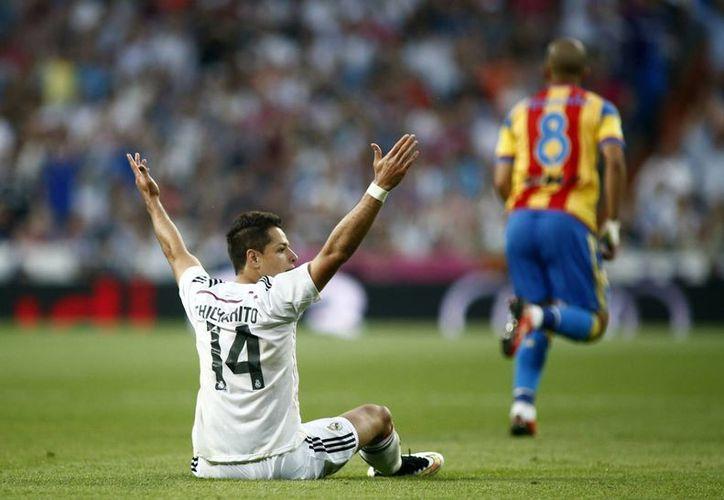 Javier Hernández que participó los 90 minutos, fue amonestado por reclamar al árbitro. (Foto: AP)