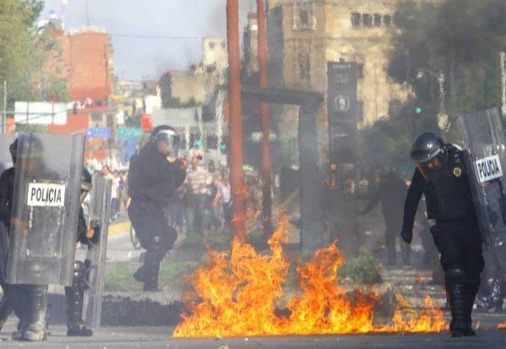 Durante la marcha conmemorativa del 2 de octubre hubo varios enfrentamientos entre policías y manifestantes. (Agencias/Foto de archivo)