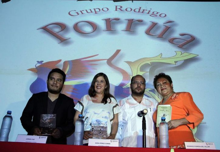 """Rodrigo Porrúa (tercero a la derecha) presentó la iniciativa en la Cineteca del Teatro """"Armando Manzanero"""". (José Acosta/SIPSE)"""