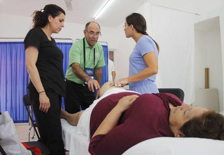 """La """"proloterapia"""" consiste en una técnica en la que se inyecta una solución. (Yajahira Valtierra/SIPSE)"""