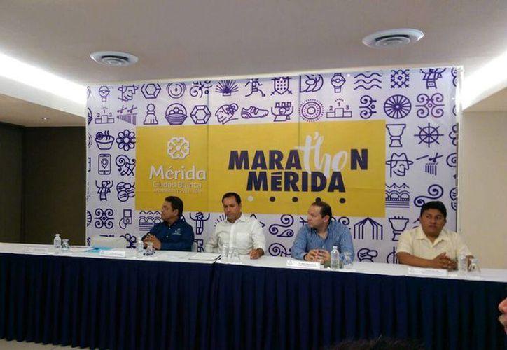 Presentación del maratón de Mérida 2017, que se llevará al cabo el 8 de enero. (Marco Moreno/SIPSE)