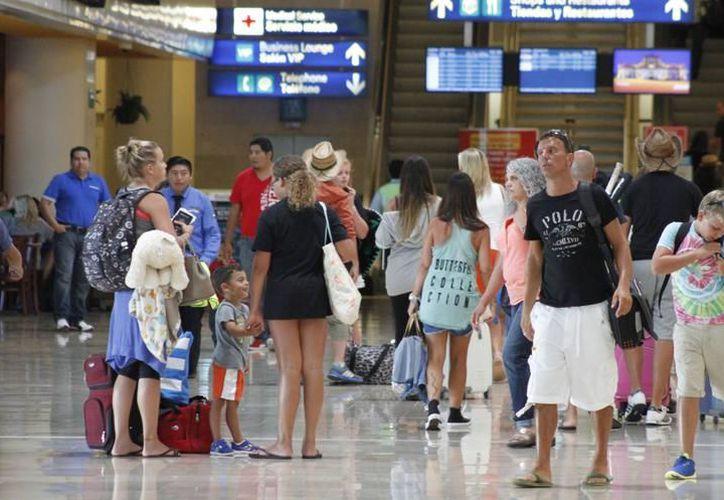 La llegada de pasajeros con residencia en ese país del norte se incrementó. (Archivo/ SIPSE)
