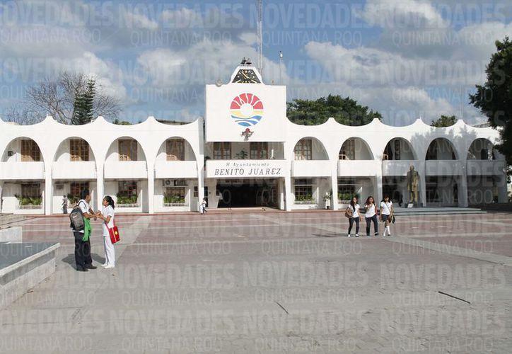 Todos estos 'suministros' que se les otorga a los regidores, salen de los sueldos de los cancunenses. (Foto: Israel Leal/SIPSE).