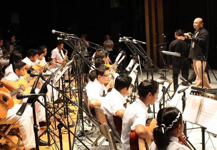 La Sedeculta hace un llamado a los niños con vocación musical. Solo piden dominio medio de violín, guitarra, bajo y/o clarinete (Milenio Novedades)