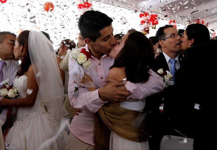 Es la cifra más alta de casamientos colectivos que se ha realizado en la Ciudad de México. (Notimex)