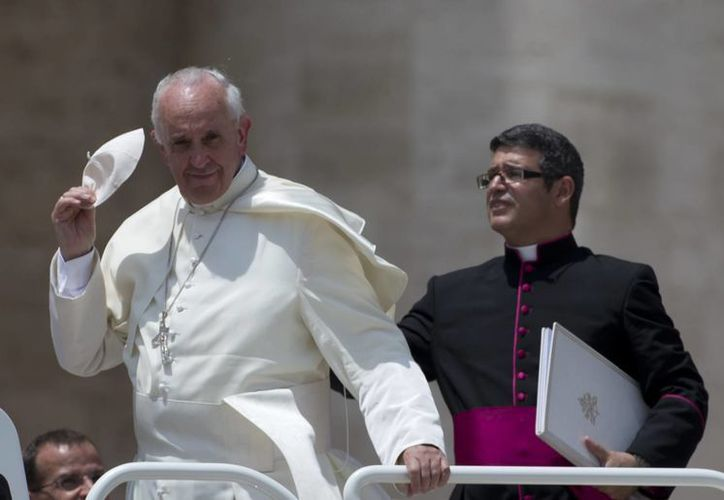 El Papa también convivió con una multitud este miércoles en el Vaticano. (Agencias)