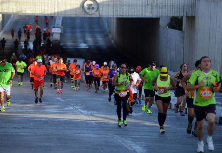 El poblano César Luis Miravete fue el triunfador en la carrera de 10 kilómetros: la hizo en 22 minutos, 33 segundos y 23 centésimas. (Milenio Novedades)