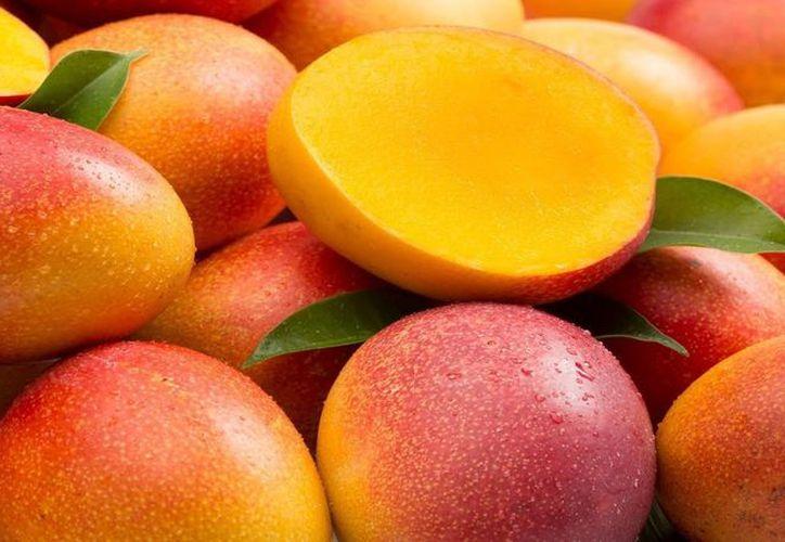 Los mangos están repletos de nutrientes increíbles, además de ser sabrosos y refrescantes para comer. (Foto: Contexto)