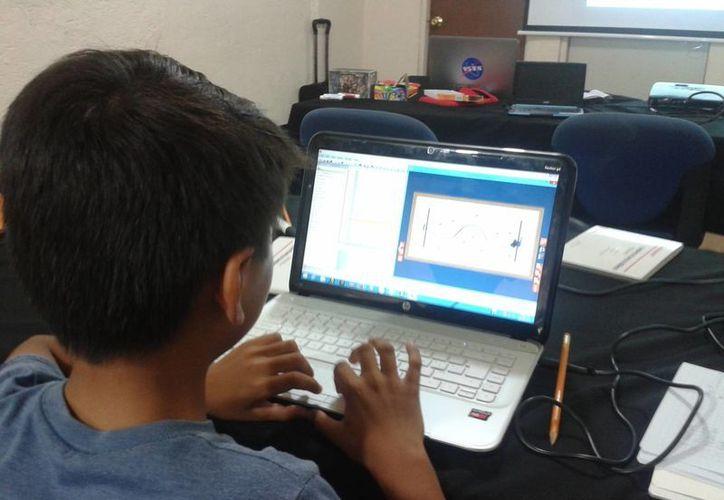 Los cursos de robótica VEX ayudan al desarrollo infantil y a incentivar su creatividad tecnológica. (Tomás Álvarez/SIPSE)