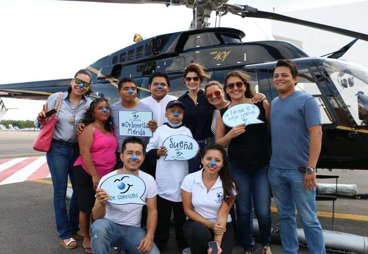 Abraham, de Tizimín, sobrevoló Mérida en el helicóptero Bell-407 de la SSP. (Fotos cortesía del Gobierno de Yucatán)