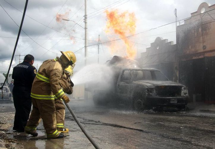 La explosión se registró en la pipa, confirmaron las autoridades. (Jorge Pallota/SIPSE)