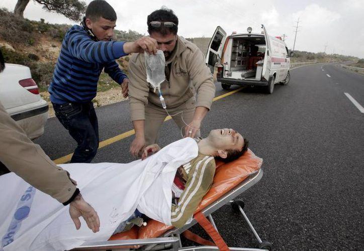 Apenas ayeer dos palestinos fueron  heridos de bala en choques con colonos judíos en Cisjordania. (EFE)