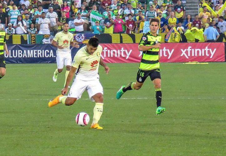 A pesar de los múltiples cambios de los técnicos, el partido no perdió intensidad. (Foto: Televisa Deportes)