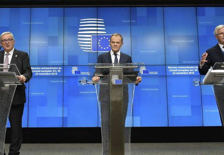 Jean-Claude Juncker, Donald Tusk y Michel Barnier, en el anunció del acuerdo con Gran Bretaña. (Internet)
