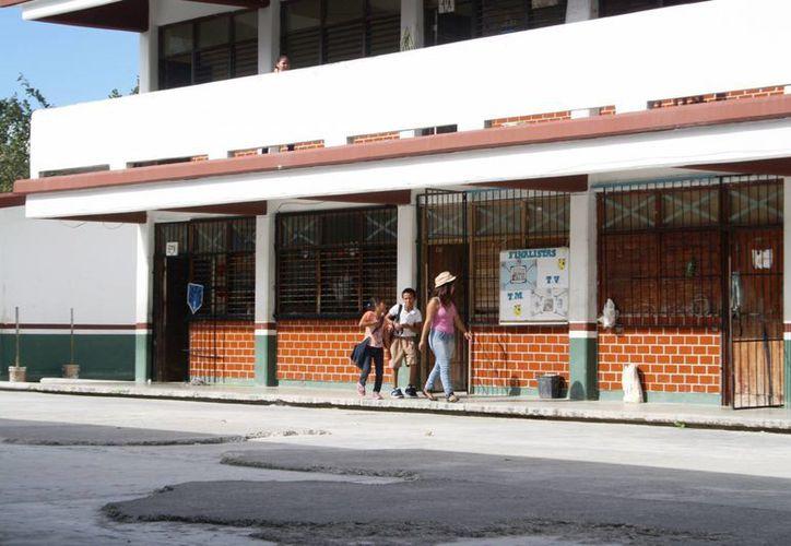 El pago de la cuota voluntaria no es obligatoria afirma la Asociación de Padres de Familia de Playa del Carmen. (Octavio Martínez/SIPSE)