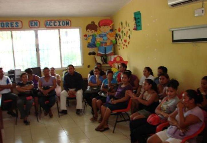 Las profesoras de preescolar fueron convocadas para una reunión con la secretaria de Educación. (Manuel Salazar/SIPSE)
